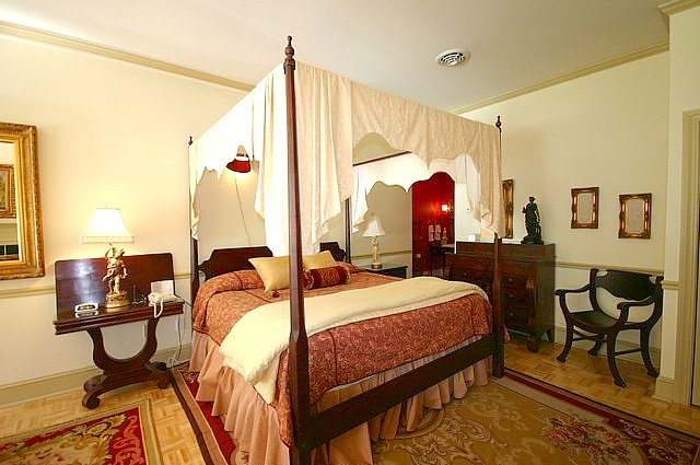 Suite 206 Bed
