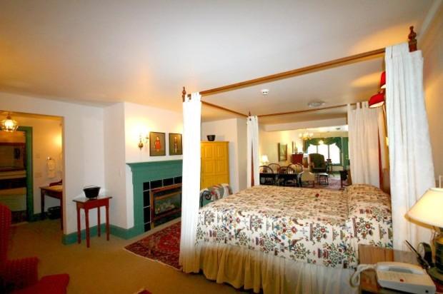 Suite 201 Bed